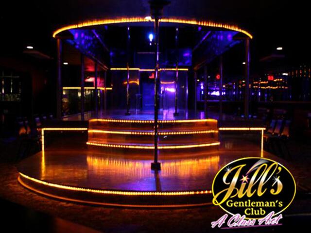Jills-Gentlemens-Club-main-stage