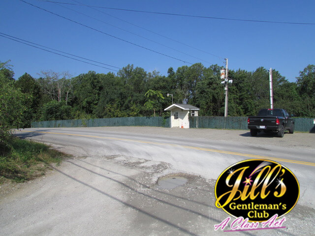 Jills-Gentlemens-Club-parking